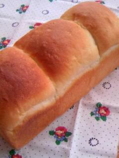 絹とけ食パン 一斤型で三山 初めて焼いた全体