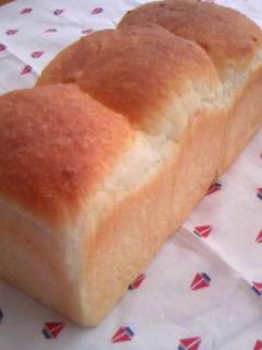 絹とけ食パン 一斤型で三山 全体