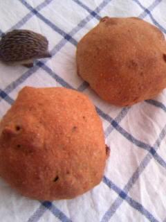 オリジナル ライ麦パン&全粒粉巨峰レーズン&クルミ丸パン 全体