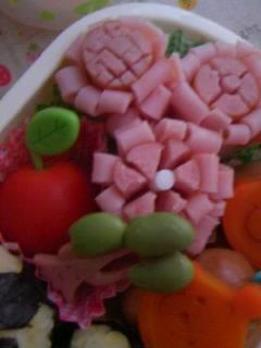 幼稚園弁当 サッカーおにぎり お花ソーセージアップ