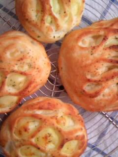 絹どけ食パン生地 チーズメッシュパン 全体