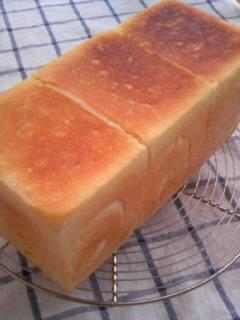 ホシノ酵母 酵母とお菓子の本から パンドミ 二回目焼き上がり 全体