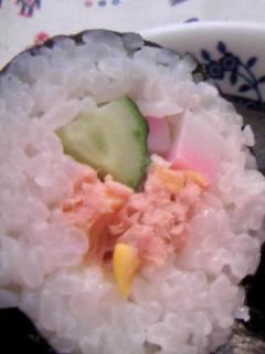 恵方巻き サラダまき(コーン.ツナ。きゅうり。かまぼこ)アップ