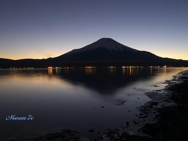 夜の鏡富士