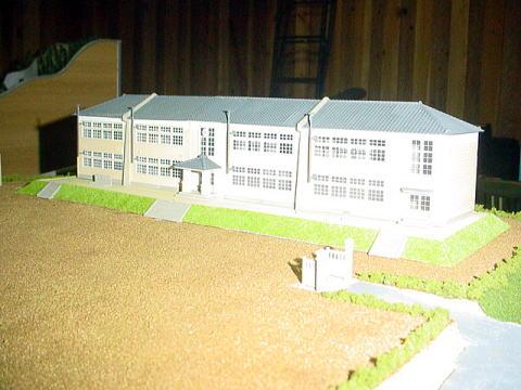 木造校舎完成