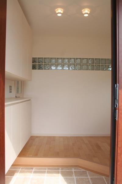 entrance003.jpg