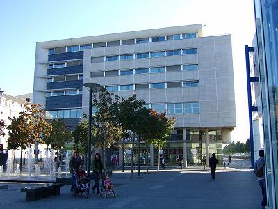 バスターミナルの建物