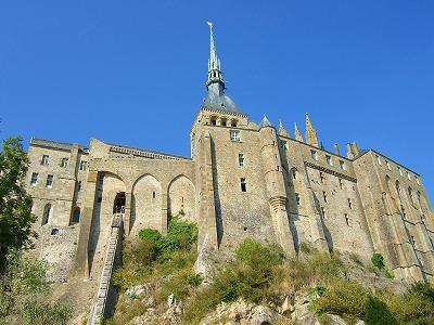 見上げた修道院