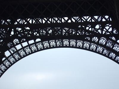 エッフェル塔の柱