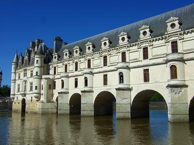 シェール川に浮かぶ城