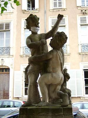 カリエール広場の像