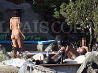 イタリア・ベルルスコーニ首相の私的パーティに裸の女性が参加していた写真