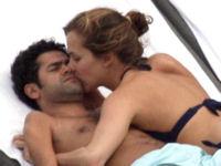フランスの人気ニュースキャスター「メリッサ・テュリオ」が男性にあまえてる画像