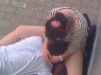 最近の中国の若い学生は大胆らしい  カップルが道端で手マン&乳舐め → クンニ