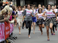 Glamour Stiletto Run (グラマー・シルエット・ラン) ハイヒールを履いた女性による100メートル競争 【動画あり】