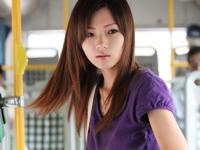 上海の公共交通バスの車掌が若くて可愛い娘になってるとネットで話題らしい