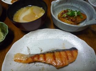 080424 塩鮭 味噌汁 おいものツナコーン煮