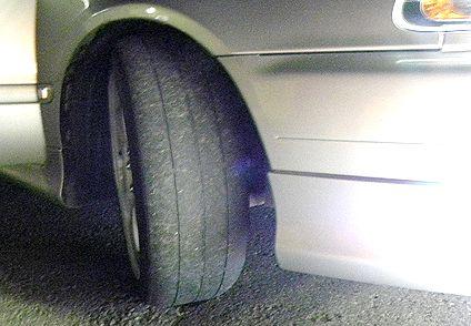 タイヤはツルッパゲ