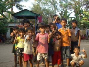 孤児院の子達と