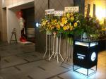 スタンド装飾花で彩られるエントランス