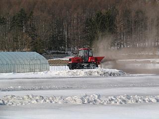 トラクターで融雪剤