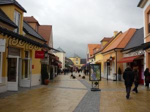 la vallee village