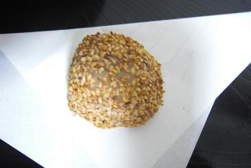 金胡麻牛皮饅頭