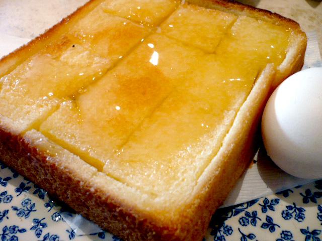 ハニートースト、ゆで卵