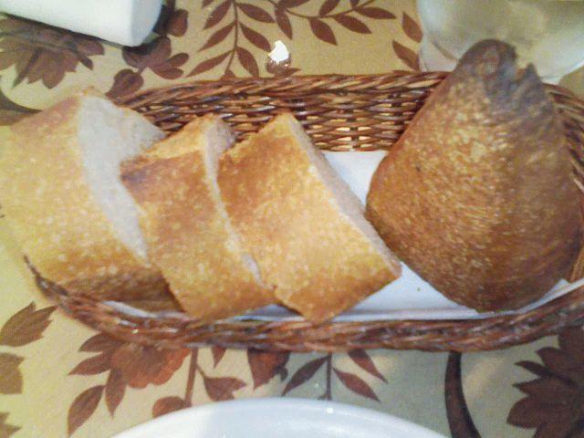 食べ放題のパン (あっさりして美味しいわ・・・あたりまえじゃ)