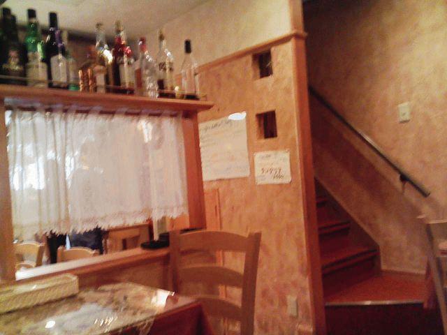 店内 その2(席の向こうが入り口と喫煙席^^;)