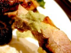 青森シャモロックのモモ焼き 味九条葱と八尾若ごぼうのソースで