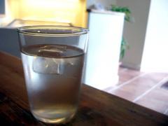 水 (レモンの香り)