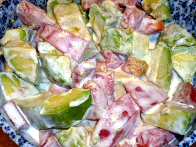アボカドとトマトの特製サラダ