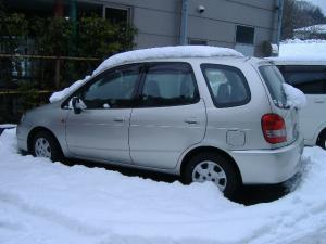 成瀬さんの車が雪に埋もれてました。