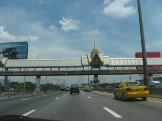 タイ装飾道路ゲート バンコク-スワナプーム02