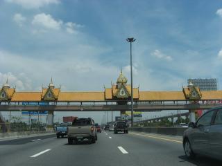 タイ装飾道路ゲート バンコク-スワナプーム04