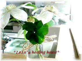 お花と5つばのクローバー