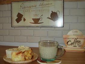 手作りパンとカフェオレ