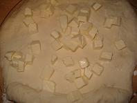 伸ばしてチーズをちらす