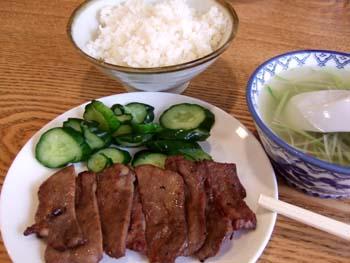 牛たん定食。1500円は安いです