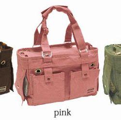 ピンクのキャリーバッグ