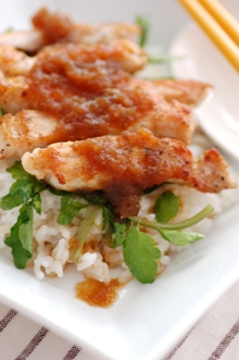 豚肉のオニオンソース丼