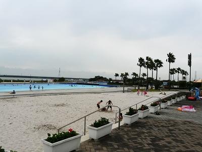 広い遠浅プール
