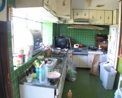 緑を基調とした斬新なキッチン
