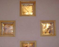 リビングのガラスブロックにはお子様の手形と直筆の絵を。