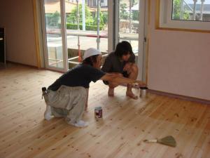 床塗装の講習中2