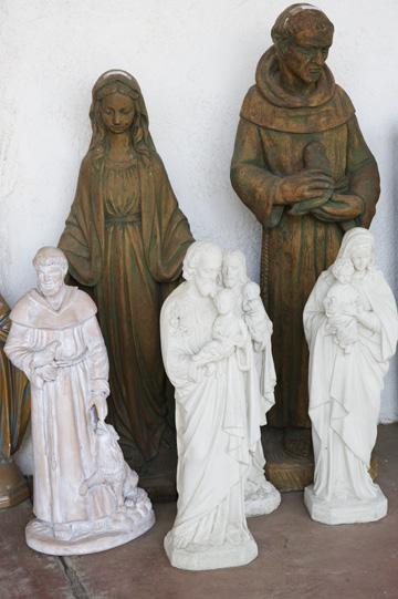 入り口に置かれた像:ミッション・ヌエストラ・セニョーラ・デ・ラ・ソルダッド