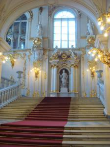 大使の階段へ