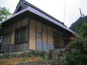 Y田さん家の横を通って
