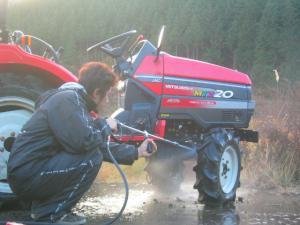 トラクター洗車 1